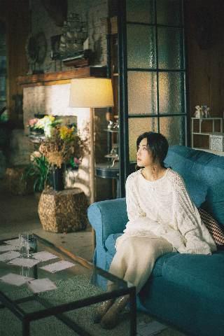 刘郡格全新单曲《想念会写字》暖愈首发 走心独白讲述爱的芜杂心绪
