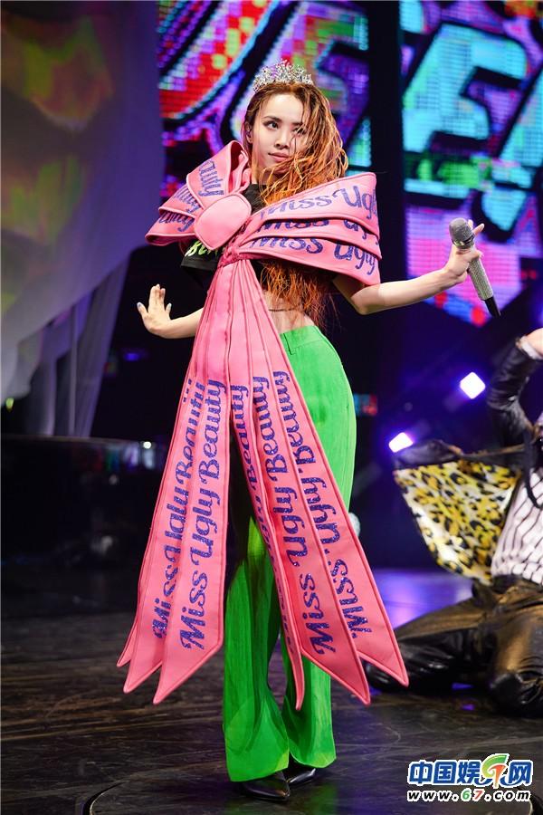 蔡依林披八公斤战袍 再上Ugly Beauty演唱会舞台
