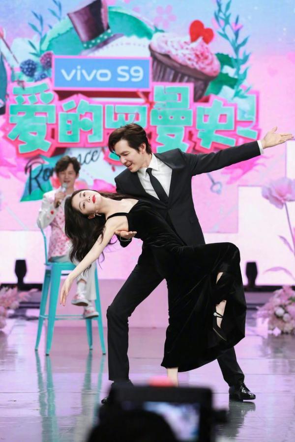 钟汉良空降《快乐大本营》《特务J》唱跳舞台超惊艳