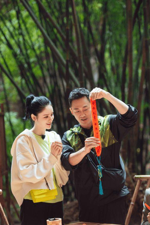 林峯张馨月妻子的浪漫旅行首播 雪地拥吻上演甜蜜爱情