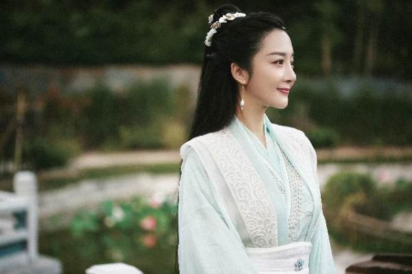 《小女霓裳》云娘上线引高潮,古装美人李依晓变身模范师傅