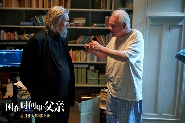 《困在时间里的父亲》6月18日上映 第一视角体验迷宫式观影