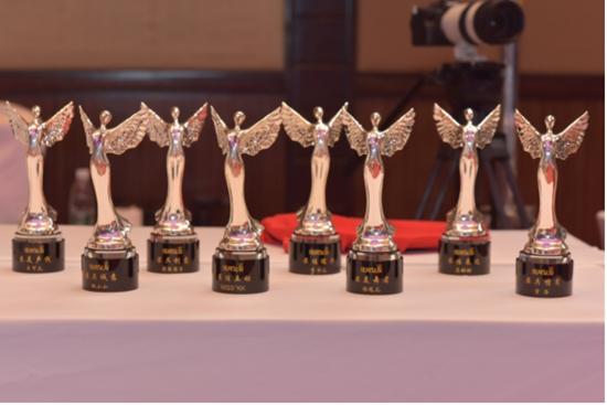 《绯闻女友》第一季婚礼颁奖之夜,惊喜礼品+十万现金,豪气奉上