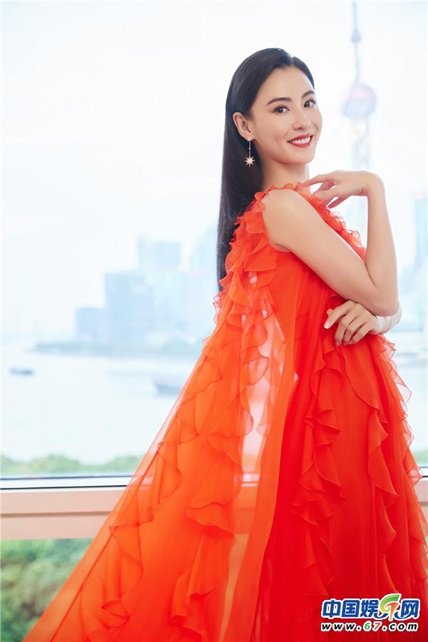 仙女本人!张柏芝穿红色蛋糕裙明艳优雅