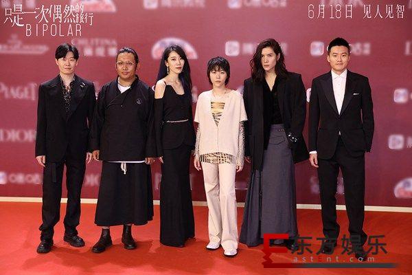 《只是一次偶然的旅行》亮相上影节开幕红毯 窦靖童领衔旅人阵容集结