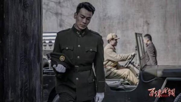 戴向宇新剧《百炼成钢》热播 冻龄男神变身军人帅气上线