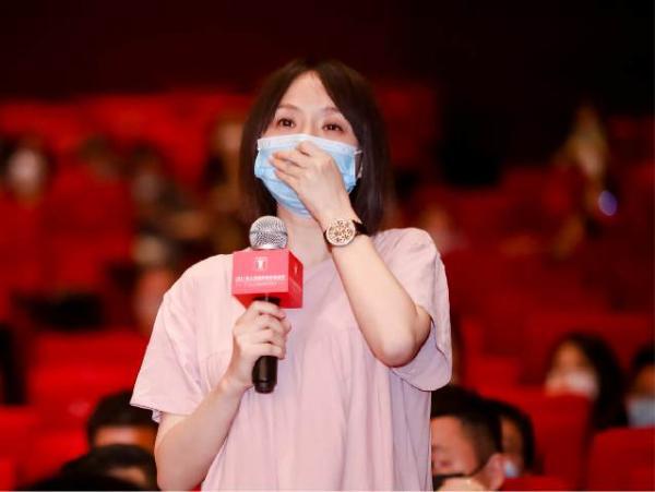 上海国际电影节《出拳吧,妈妈》首映 主演谭卓演技巅峰引发现场近千观众动情落泪