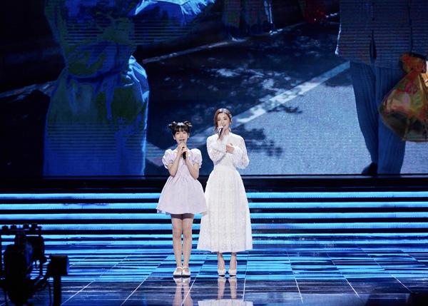 蔡卓妍出席《电影之歌》并演唱《武汉日夜》主题曲《你真好》