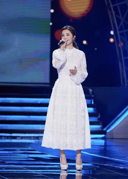 蔡卓妍出席《电影之歌》 暖心献唱《武汉日夜》主题曲《你真好》