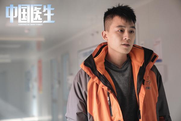 《中国医生》首批剧照用眼神传递精神 展现抗疫群像致敬平凡英雄