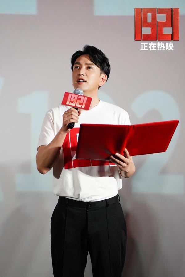 黄建新探索主旋律年轻化表达 王仁君现场激昂朗诵主席诗词