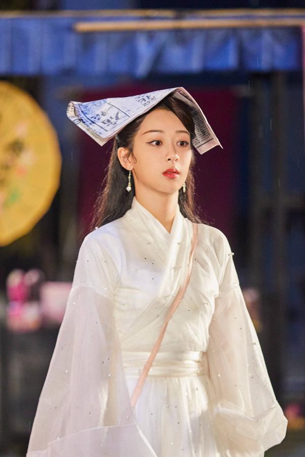 杨紫与赵雅芝同台合唱《千年等一回》,网友:满是回忆!