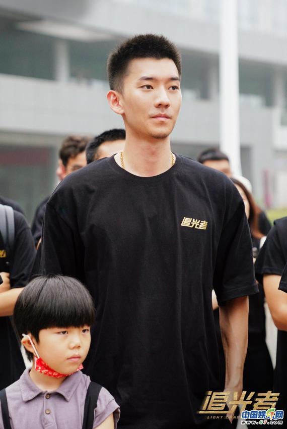 首部民间公益救援题材剧《追光者》开机 罗云熙吴倩三度合作备受期待