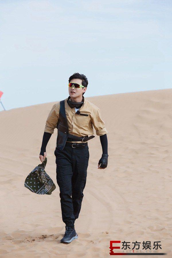 《极限挑战宝藏行》走进库布其沙漠 张彬彬风中护画宝藏团体验治沙造林