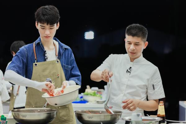 湖南卫视《中餐厅5》今晚10点开播 黄晓明宁静高能互动看点十足