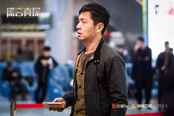 """""""芒果季风""""剧场《谎言真探》收官 余男邢佳栋上演""""生死时速"""""""