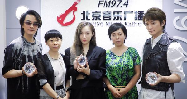 F.I.R.飞儿乐团新专辑上线宣传跑不停 变身电台主播开启直播马拉松