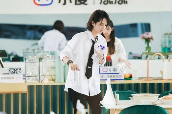 《中餐厅5》迎来营业新篇章 合伙人分工协作意外不断