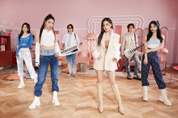 F.I.R.飞儿乐团携手SNH48_7SENSES热唱《恋恋》 主唱Lydia韩睿成功解锁唱跳技能