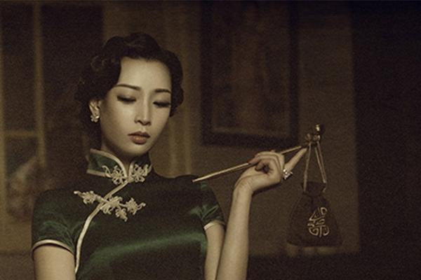 中式复古连衣裙,尽显中国女性韵味