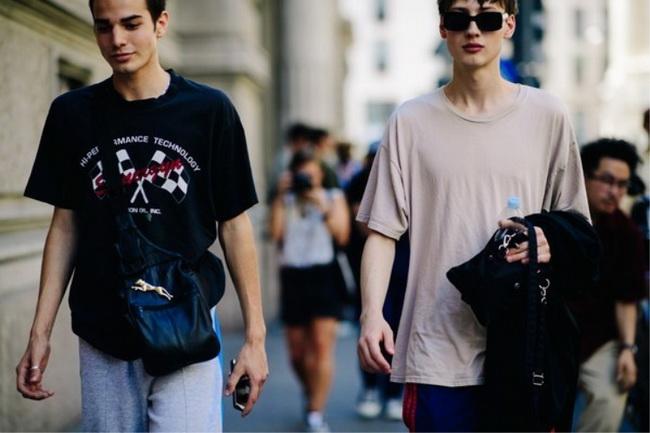 T恤+牛仔裤,男生入秋这样穿才帅气