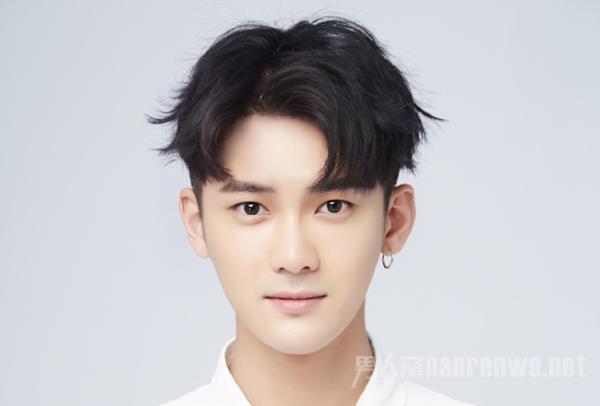简单打造受欢迎的发型 拥有一款魅力型男生发型
