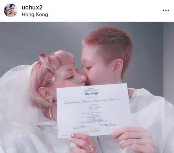 19岁小龙女吴卓林晒结婚证 宣布与网红女友结婚