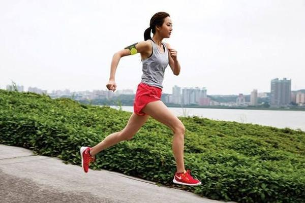 每天跑步3公里 一个月不到 体重变成两位数