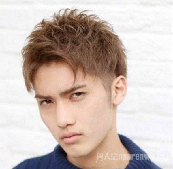 最受欢迎的男生韩式发型 秋冬男士发型的最佳选择