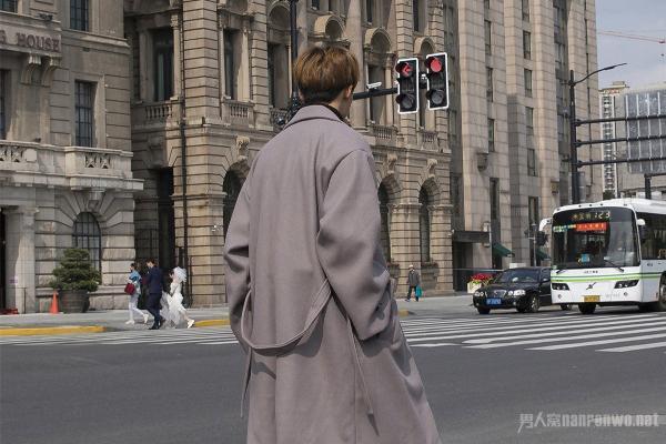 男士呢子大衣搭配什么裤子?想要时髦这样搭配就够了