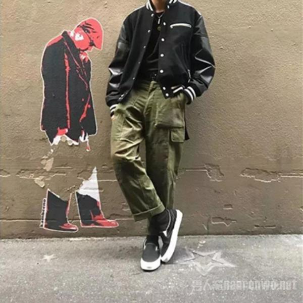 男人工装裤搭配什么上衣好看?最新潮工装裤的搭配!