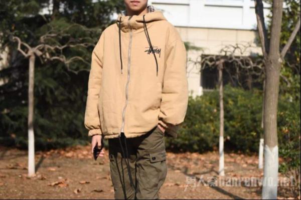 """冬季棉服怎么搭?这样穿包你变身为""""高富帅"""""""