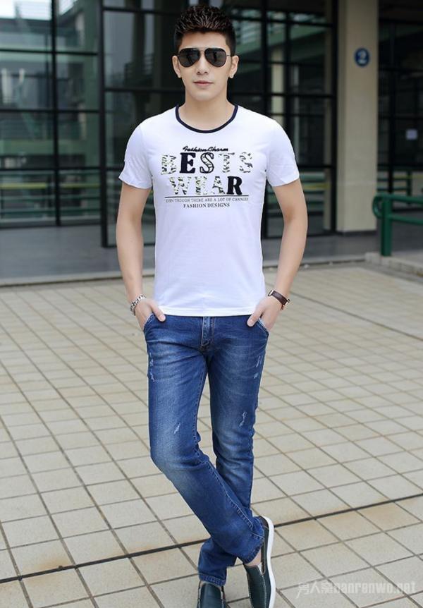 夏季的个性白T恤 带给你与众不同的气质形象