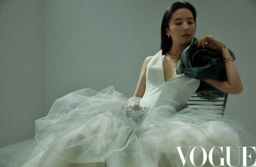 刘亦菲《Vogue》四月刊封面曝光,美呆了!