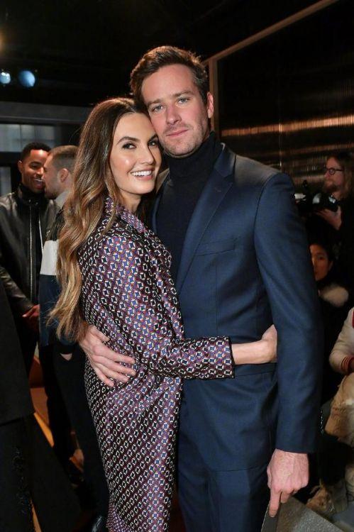 艾米·汉莫宣布将与妻子离婚