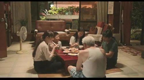 韩国电影《姐弟的夏夜》横扫各项大奖,导演尹丹菲处女作品
