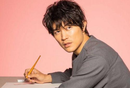 铃木亮平在《恋爱漫画家》中扮演天才漫画家的角色 并首次出演民间戏剧