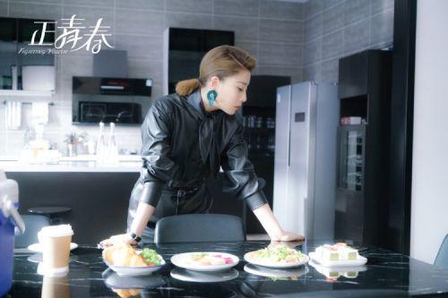 《正青春》热播揭示职场竞争生态 吴金燕尹涛诠释专业实力
