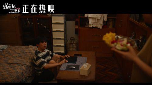 电影《送你一朵小红花》热映 趣味片段 展现母子尴尬瞬间