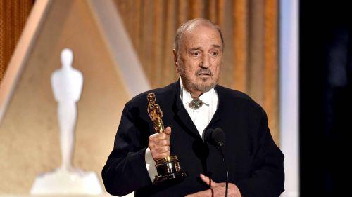 法国传奇编剧让-克劳德卡里埃尔去世,享年89岁。                                             <bdo dropzone=
