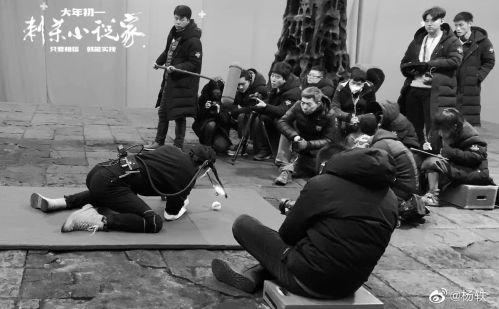 片名:电影《刺杀小说家》展示杨澜装饰两角首次挑战数字角色
