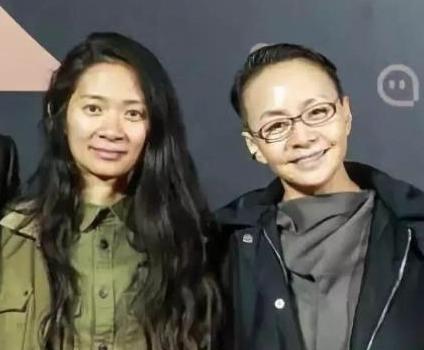 华人女导演赵婷凭《无依之地》获两项金球奖 宋丹丹祝贺女儿