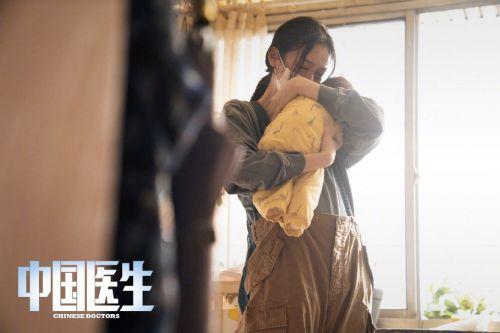 电影《中国医生》首发剧照 张涵予袁泉朱亚文易烊千玺等角色揭晓