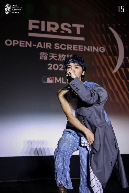 """纪录剧集《棒!少年》亮相FIRST青年电影展""""露天放映 """""""