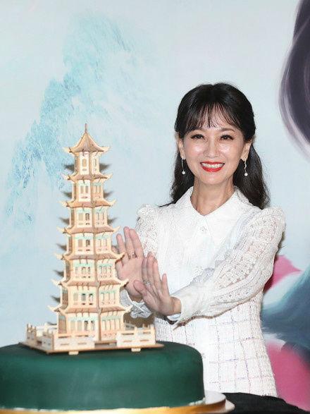 """动画电影《白蛇2:青蛇劫起》首映 赵雅芝""""推倒""""雷峰塔"""