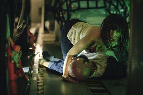 Netflix原创电影《血色天劫》定档 航班上的吸血鬼!