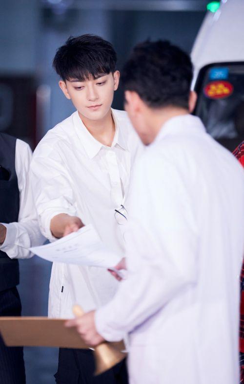 黄子韬《萌探》被评最佳男友 实力开嗓唱粤语歌