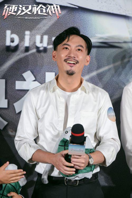 """2021最惊喜电影!《硬汉枪神》首映礼收获超多""""自来水"""""""