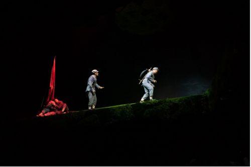 飙泪短视频走红网络,《再回延安》导演:我们都被感动着