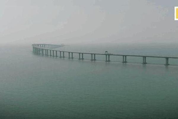 10月24日!港珠澳大桥通车敲定  私家车一次通行...